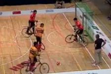 فوتبال با دوچرخه